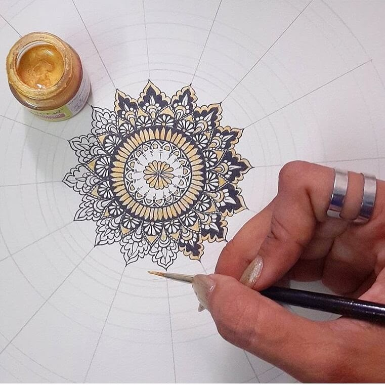 11-Starting-to-Paint-Aiman-Arastu-Mandalas-Drawings-and-More-Art-www-designstack-co