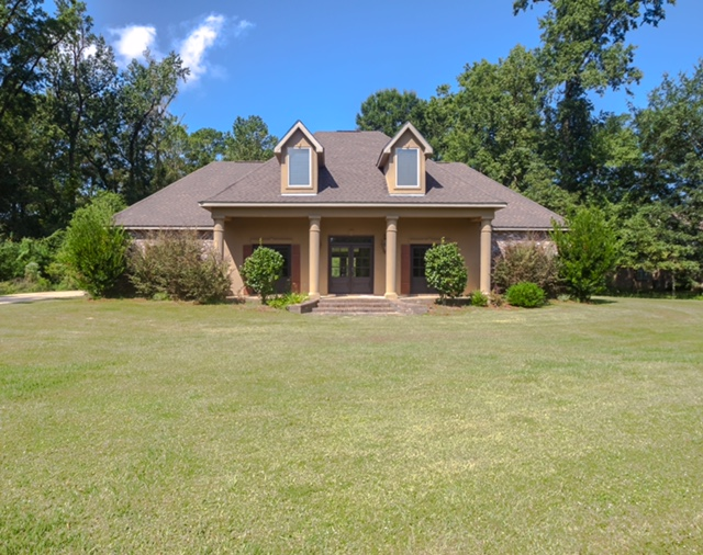 Ponchatoula LA Beautiful Home In Nice Neighborhood Featuring Granite  Counter Tops, Pantry, Gas Stove, Large Living Area, Fire Place, Extra Large  Bonus Room ...