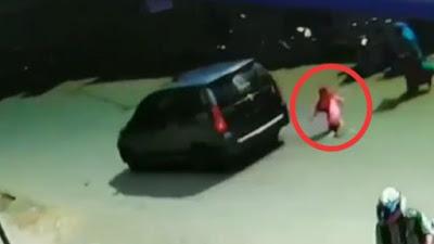 Nyaris Tewas, Anak Di Bone Disambar Mobil Saat Menyeberang Jalan