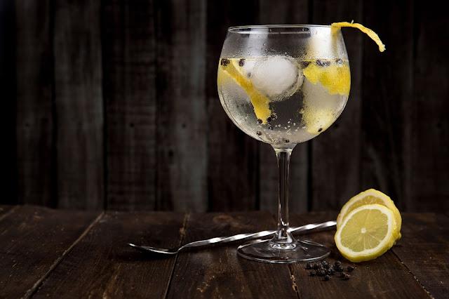 gin-tonic en copa de balón