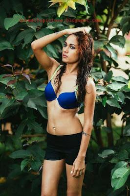 Hot tamil girl infosys swathi model on blue bra