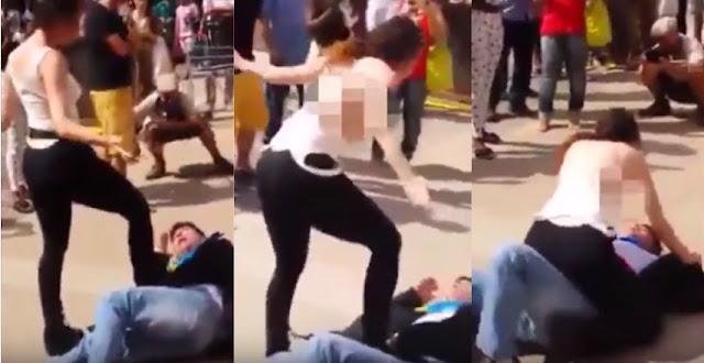 Wanita Ini Melepaskan Bajunya dan Menampari Seorang Pria Pakai Payudaranya
