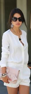 Peça branca é um essencial - t-shirt e calçoes brancos