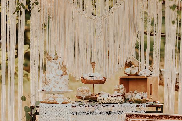 tort weselny, boho ślub, boho dekoracje, boho wesele, makramy, słodki stół, wesele, cukiernia,