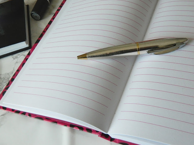 brainstorming-blogging-ideas-notebook
