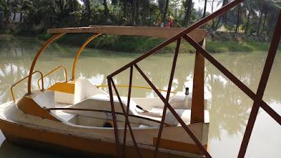 Pubail resort club lake boat