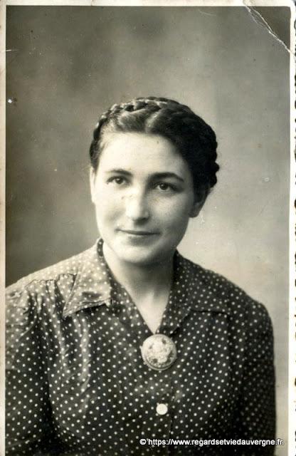 Portrait de femme, noir et blanc.#France #Auvergne #vintagephotography #blackandwhite #photography #photodefamille #vintagefashion #blackandwhitephoto #snapshot #rétro