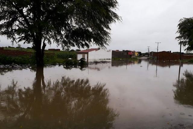 Chuvas causam rompimento parcial de barragem no sertão da  Bahia