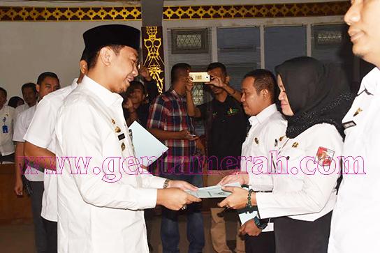 137 PTT Lampung Utara Terima SK CPNS 80%
