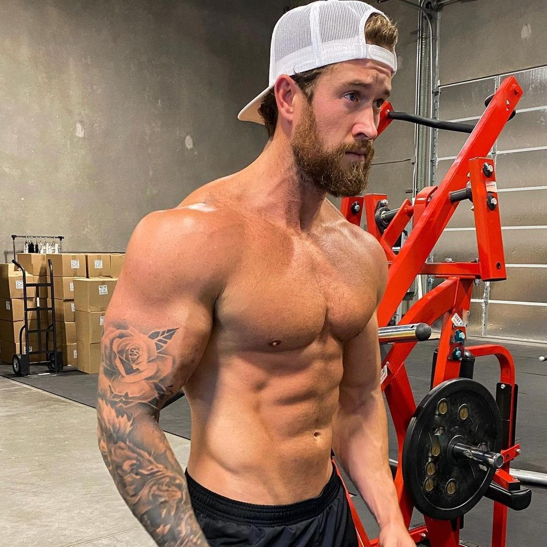 shirtless-bearded-muscular-men-brenton-ross-simmons-gym-alpha-male-hunk