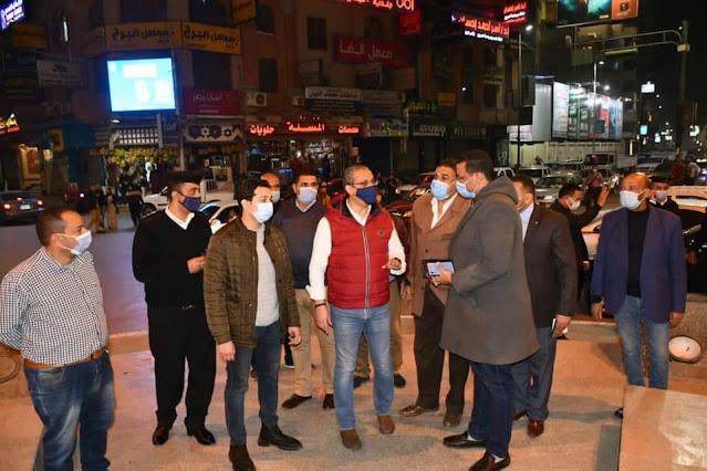 """محافظ الفيوم يقوم بجولة ليلية مفاجئة و يوجه بغلق 6 مقاهٍ تقدم """"الشيشة"""" للمواطنين بالمخالفة"""