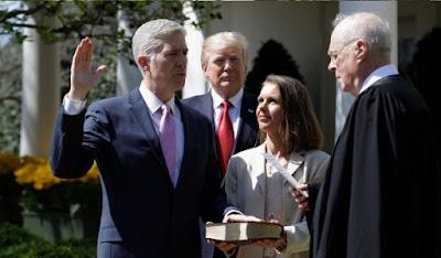 नील गोरसच ने ली अमरीकी सुप्रीमकोर्ट के न्यायाधीश पद की शपथ
