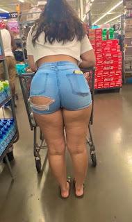 Sabrosa mujer sexis piernas pequeños shorts