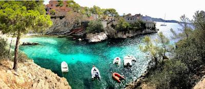 Costas del Mar mediterraneo con mar y arena
