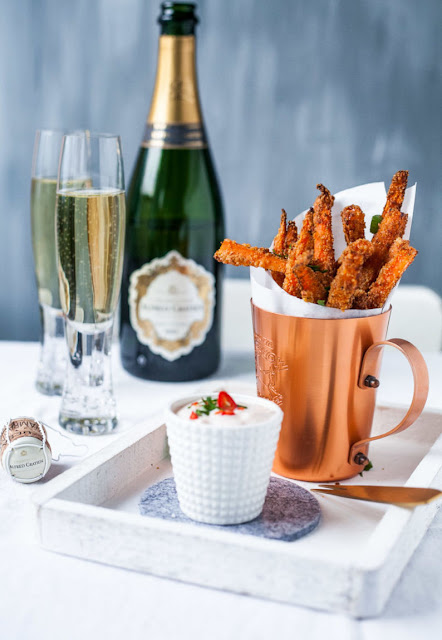 Crunchy carrot fries in Parmesan wrap with sweet chili cream dip. And a glass of champagne on many beautiful moments of pleasure!