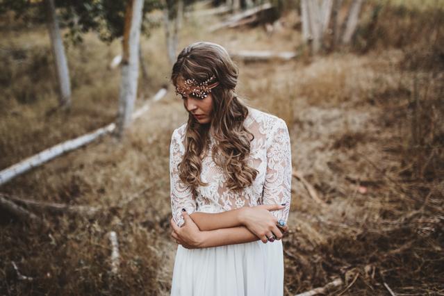 novia bohemia espalda descubierta boho chic style dos piezas diadema hippy