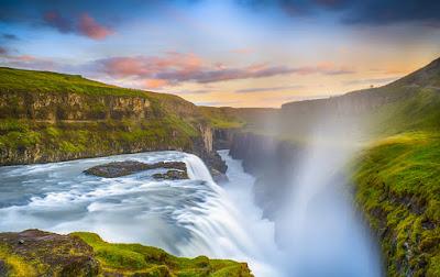 Catarata de Gullfoss, totalmente verde en Islandia en agosto