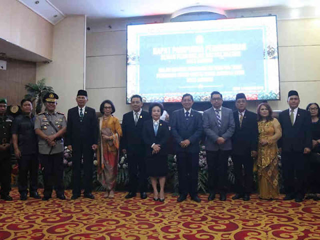 Vicky Lumentut Hadiri Rapat Paripurna PAW Anggota DPRD Manado