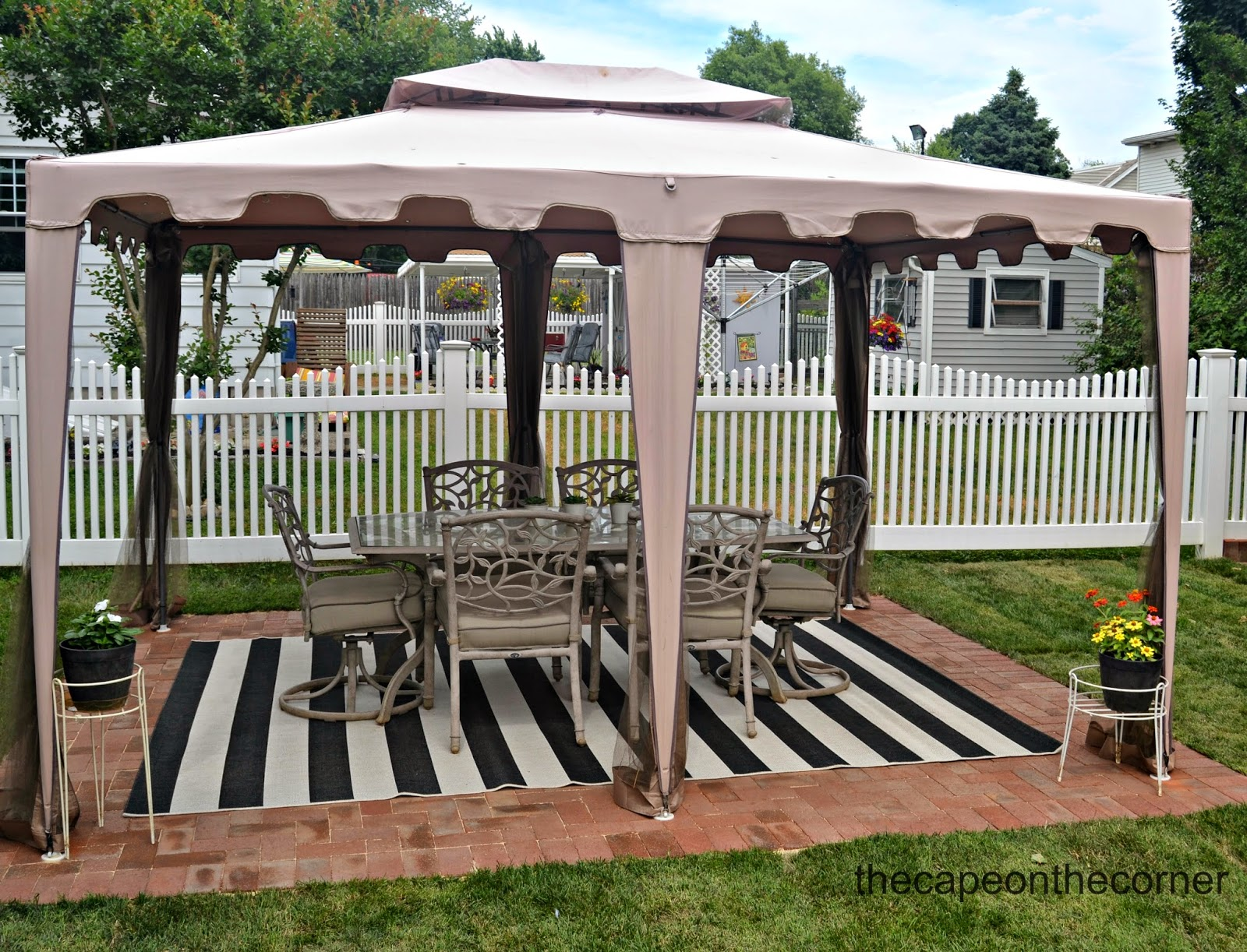 The Cape On The Corner: Black And White Backyard Makeover
