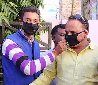 जौनपुर : अभिनव राष्ट्र निर्माण संघ ने बांटा मास्क