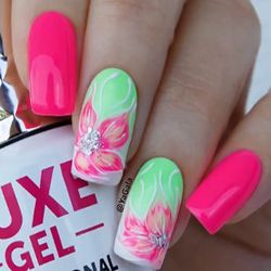 dica unhas decoradas com flores rosa e verde