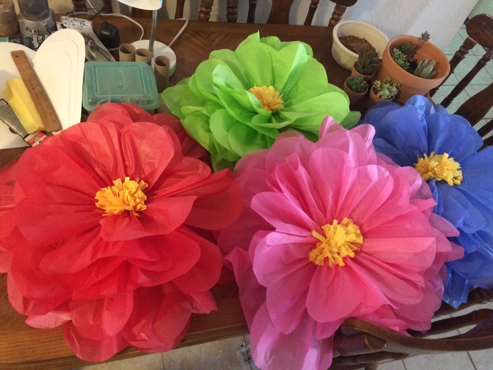 Mom taxi julie giant hibiscus tissue paper flowers i went back later and made 4 more smaller ones out of the leftover tissue paper pieces i ended up being in charge of decorating the big covered area where izmirmasajfo