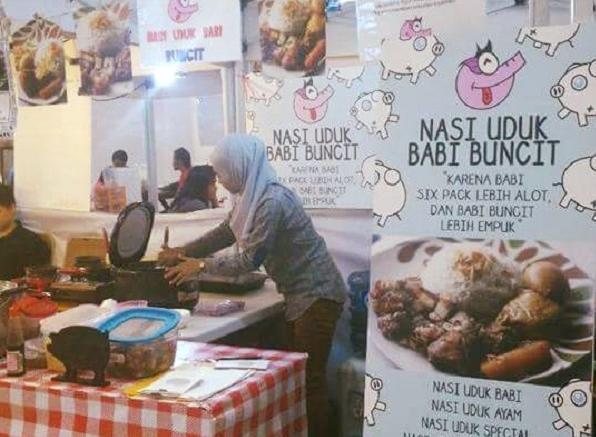 Gempar!!! 5 Fakta Di Balik Perempuan Berhijab Jualan Nasi Uduk Dengan Lauk Babi Buncit. Tolong di Share...