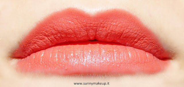 Swatch sulle labbra. Pupa - I'm Lipstick Limited Edition. 210 Amber Gold.