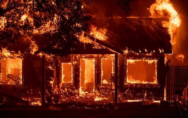 Incêndio destrói casa na Vila Zumbi em Colombo