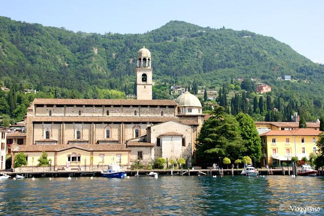 L'imponente Duomo di Salò visto dal Lago di Garda