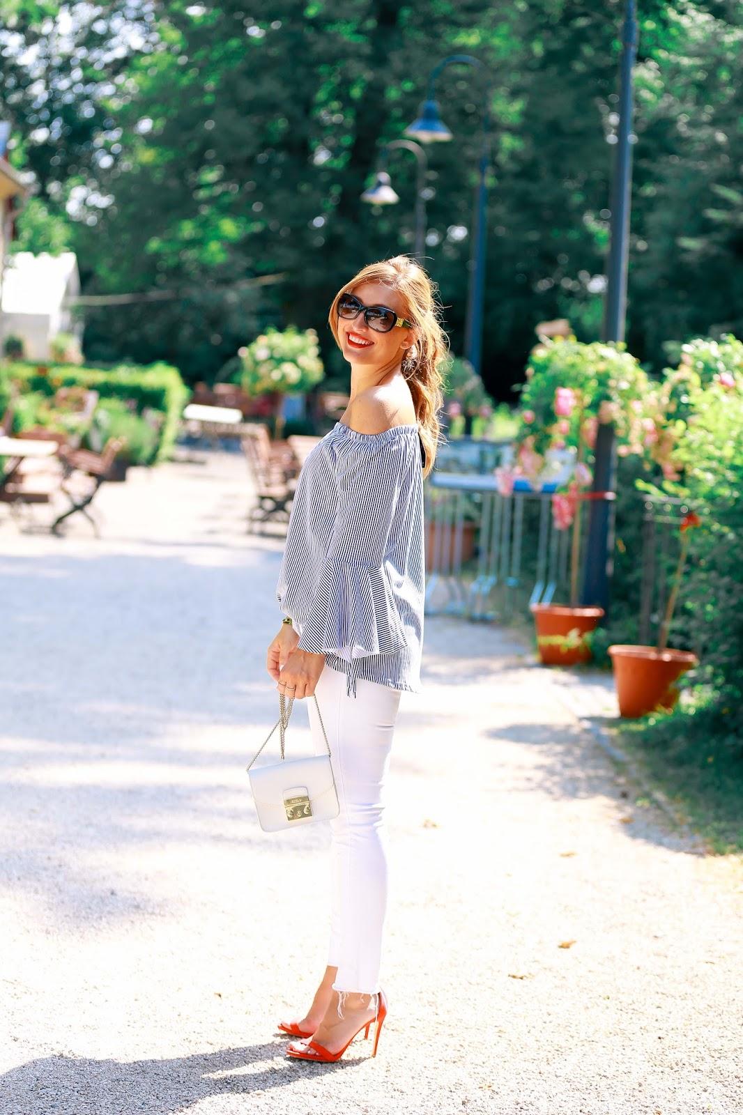 Frühlingslook und Spätsommerlook in einem mit einer weißen jeans