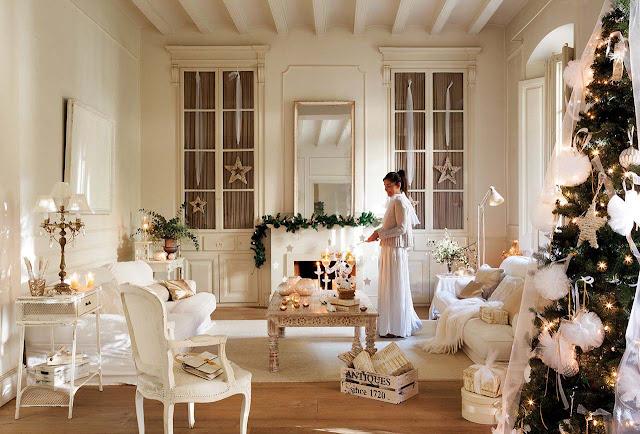 Праздничный декор. Рождественское украшение старинного дома в Испании