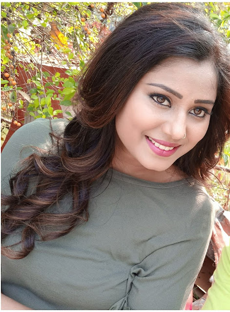 Roopa Singh is an bhojpuri actress