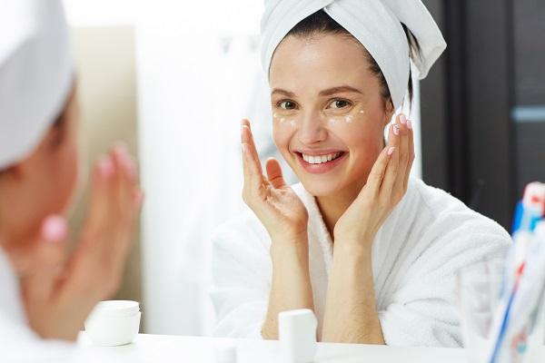 Begini Tips Memakai Skincare yang Benar Agar Wajah Bebas Jerawat