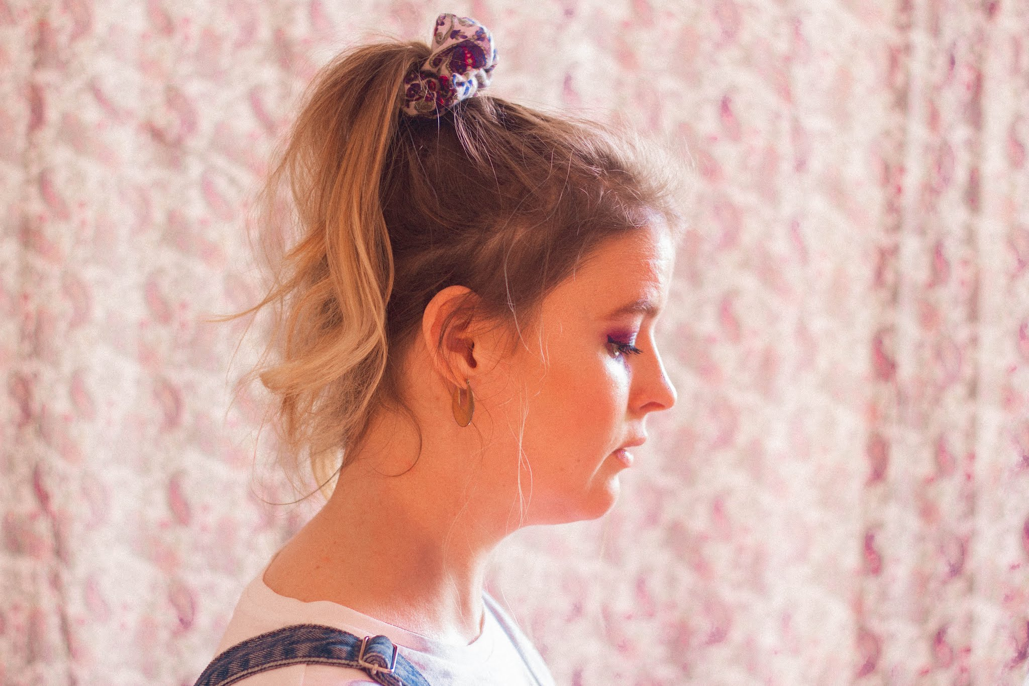 Girl wearing beautiful paisley print scrunchie from Etsy store Chloe Harriets Create.