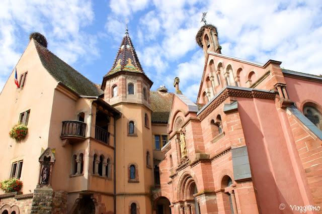 Il Castello e la chiesa annessa nel centro villaggio