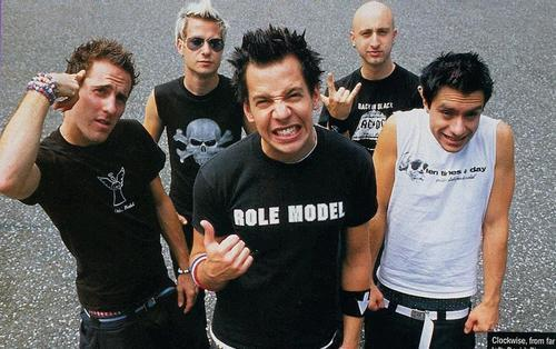 "Simple Plan ""ROLE MODEL"" Pierre Bouvier. PYGear.com"