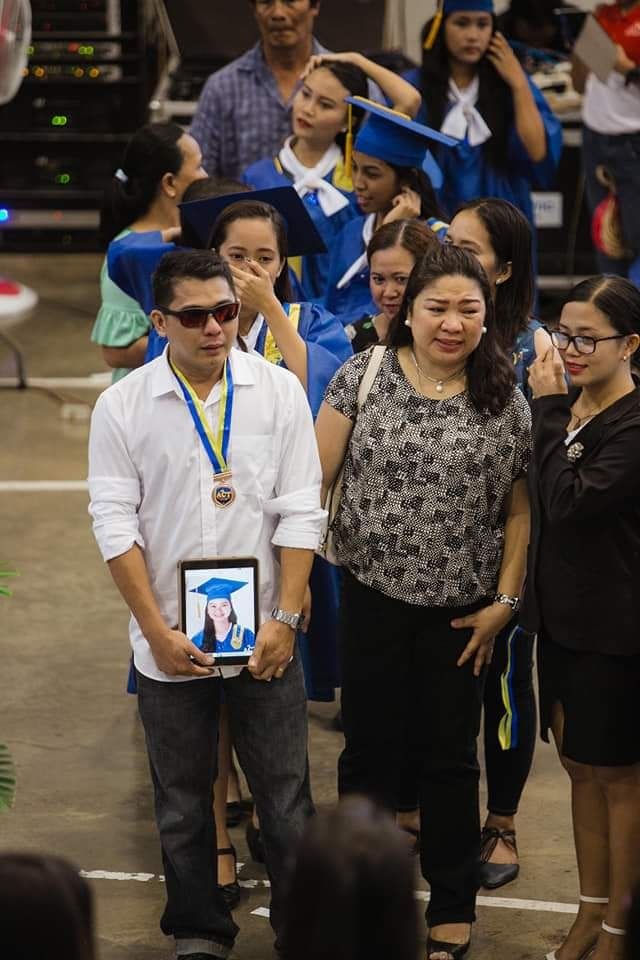 Dad attends graduation, accepts awards of 18-year-old SHS student