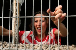 Arrestan una mujer de 21 años por no lavar la ropa de su marido