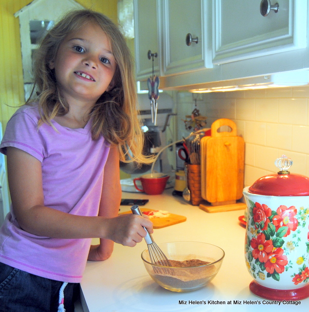 Ella's Cookies and Summer Fun at Miz Helen's Country Cottage