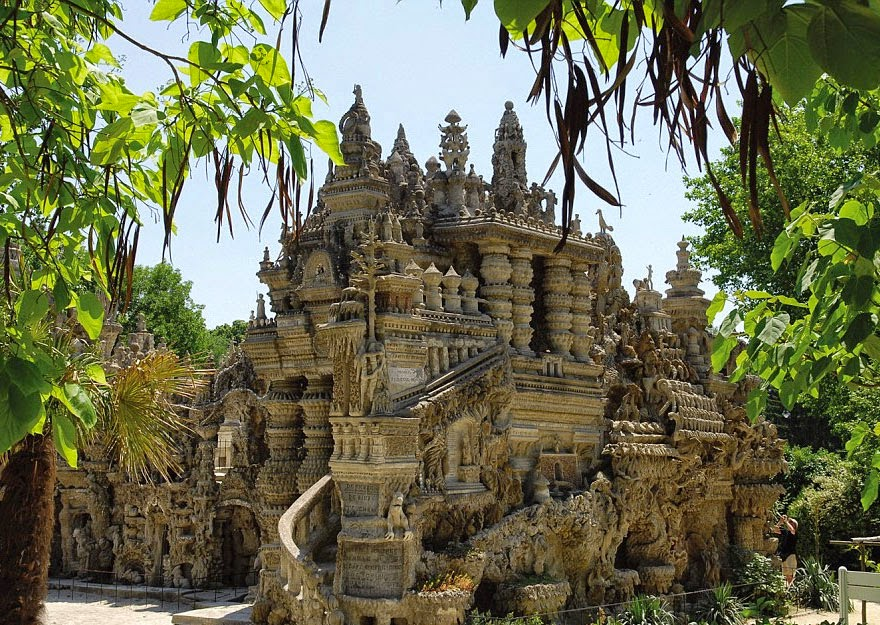 French Postman Spends 33 Years Building A Palace From Pebbles He Collected Along His 18-Mile Mail Route