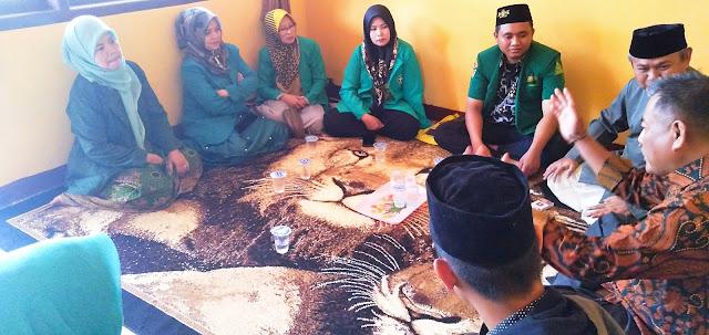 Jelang Hari Santri Nasional, Pengurus NU diskusi dengan Camat Kiarapedes