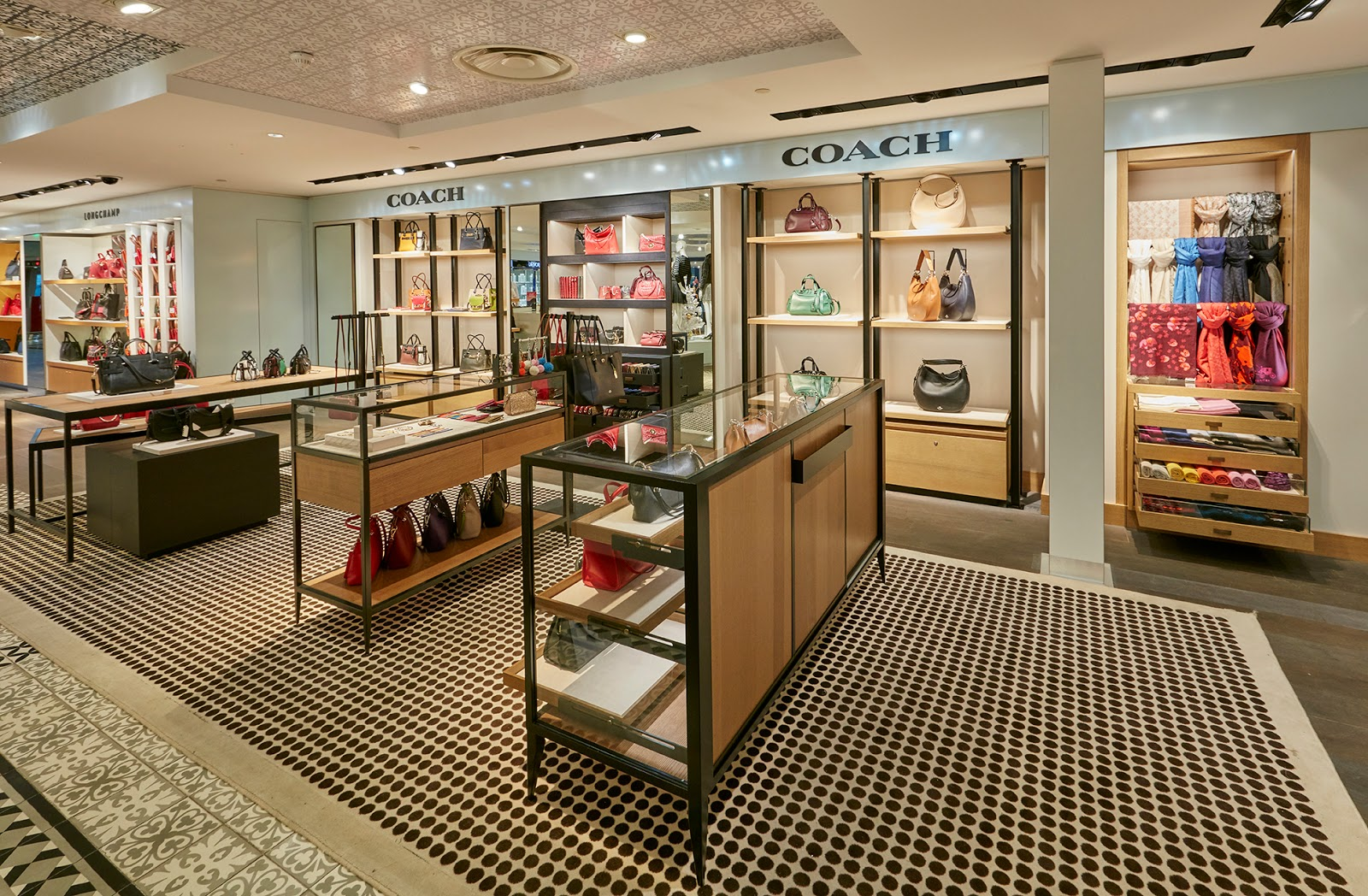 Moderne Stores Mj Rabbit Coach Debuts Modern Luxury Shops In Paris Airport