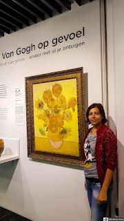 """Reprodução de """"Girassóis"""" no museu van Gogh em Amsterdam"""