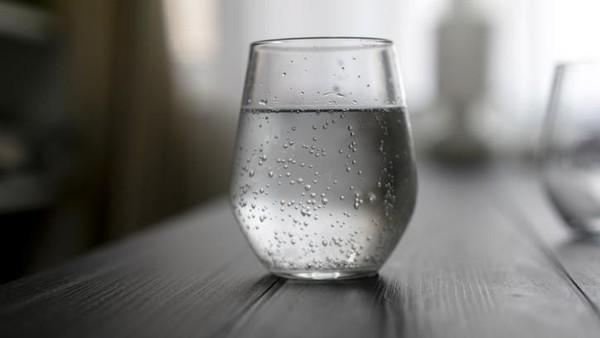 apakah penderita asam lambung boleh minum es