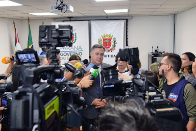 A Secretaria de Estado da Saúde (Sesa) anunciou agora a pouco em coletiva de imprensa juntamente com a Secretaria Municipal de Saúde de Curitiba, a confirmação de seis casos de coronavírus no Paraná. Os testes foram realizados no Laboratório Central do Estado (Lacen)