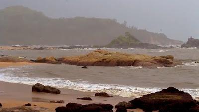 Near Gokarna Om beach there are many seaside stays
