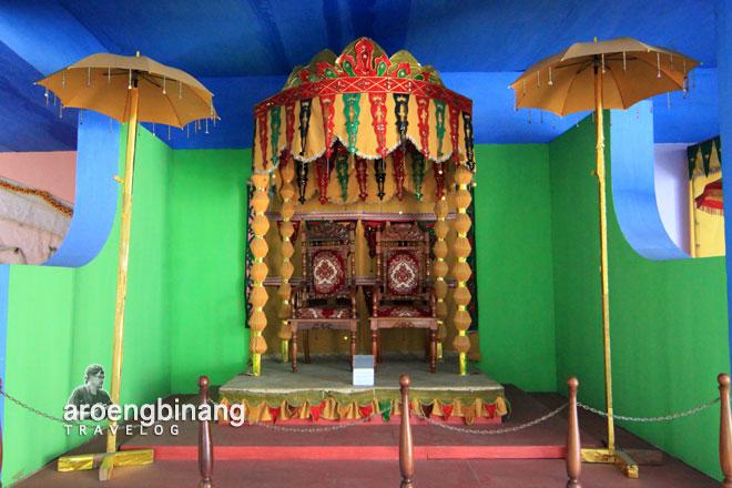kursi pengantin museum negeri provinsi sulawesi utara manado