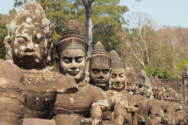 Cambodja, khmer imperium, khmer koningen, angkor, angkor wat, bayon tempel, ta prohm, phnom penh, national museum phnom penh, koninklijk paleis phnom penh, Banteay Sei, Khmer Reamker fresco, oudong, City of Past Kings, Tonlé Sapmeer, mekong, riviercruise vietnam en cambodja, Jayavarman VII, khmer architectuur
