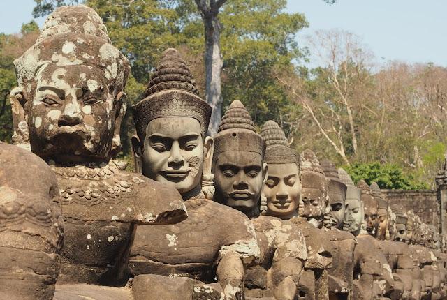 CAMBODJA: EEN REIS DOOR 12 EEUWEN KHMER IMPERIUM